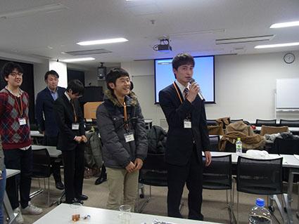 優秀賞を受賞した感想を話す高野君と奥村君(電子情報工学科1年)です