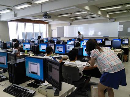 コンピュータ教室での実習